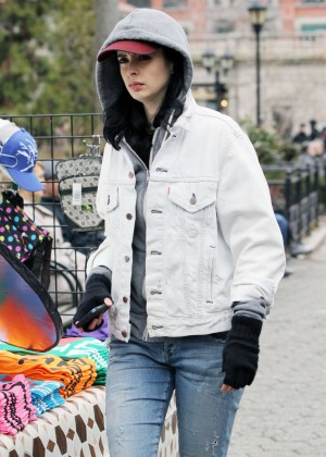 Krysten Ritter: Set of Aka Jessica Jones -05