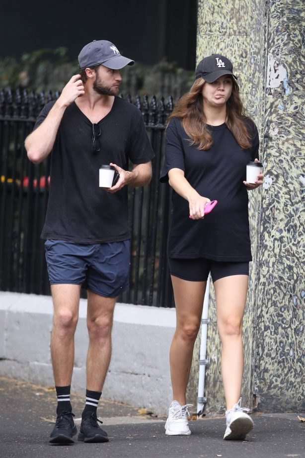 Ksenija Lukich - Shows off her bump with her husband in Sydney