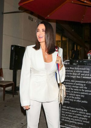 Kyle Richards - Leaves at Craig's Restaurant in Los Angeles