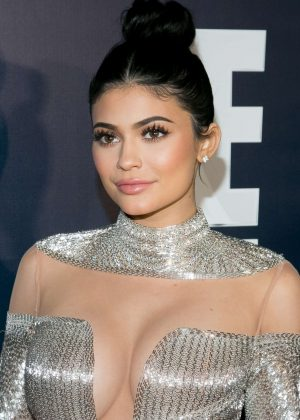 Kylie Jenner - 2017 Universal, NBC, Focus Features and E! Golden Globes Party in LA