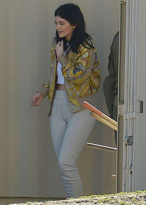 Kylie Jenner Filming in Los Angeles -03