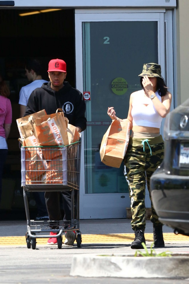 Kylie Jenner: Grocery shopping -07