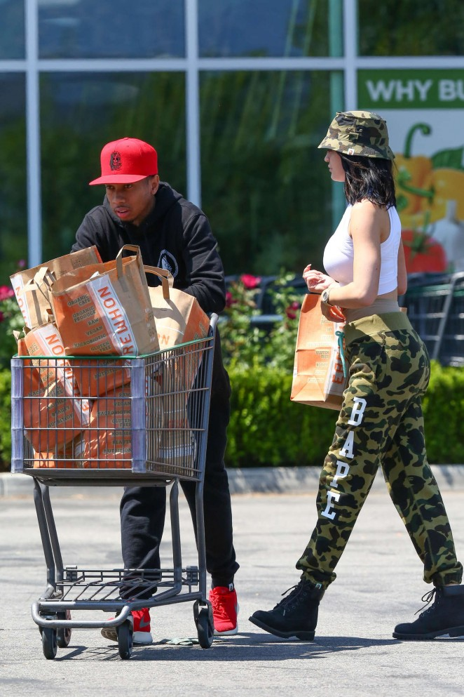 Kylie Jenner: Grocery shopping -10