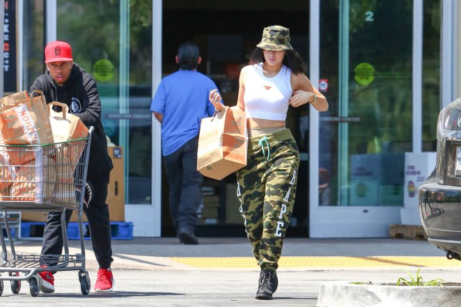 Kylie Jenner: Grocery shopping -12