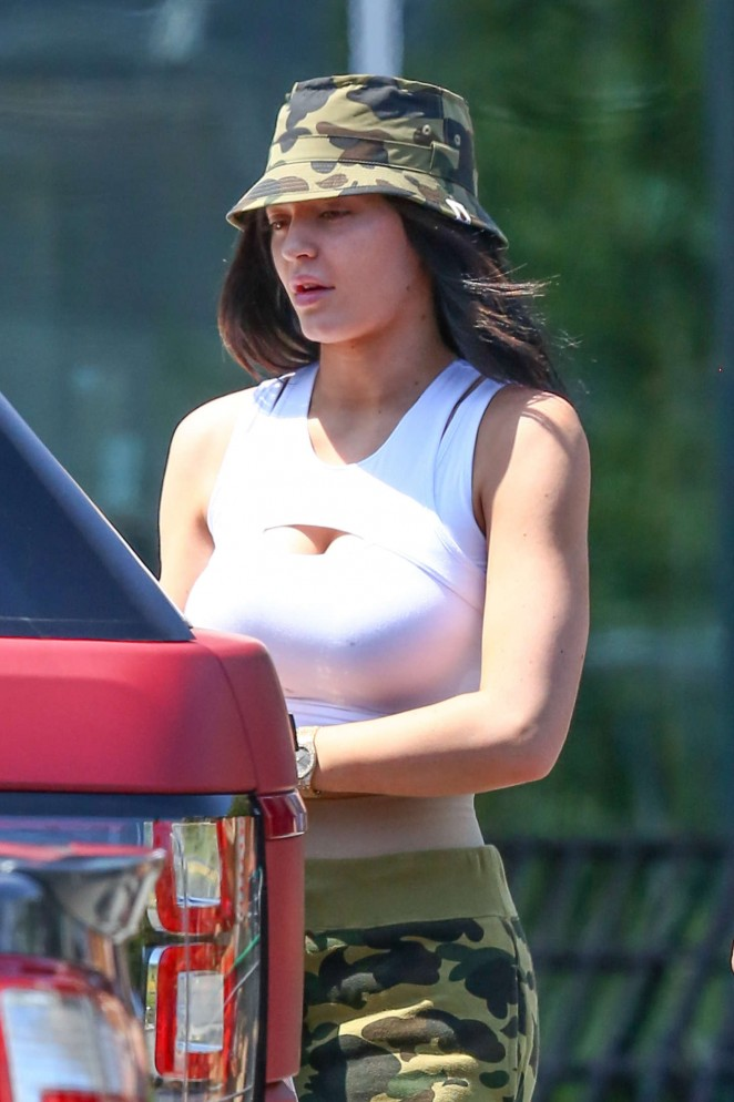 Kylie Jenner: Grocery shopping -16