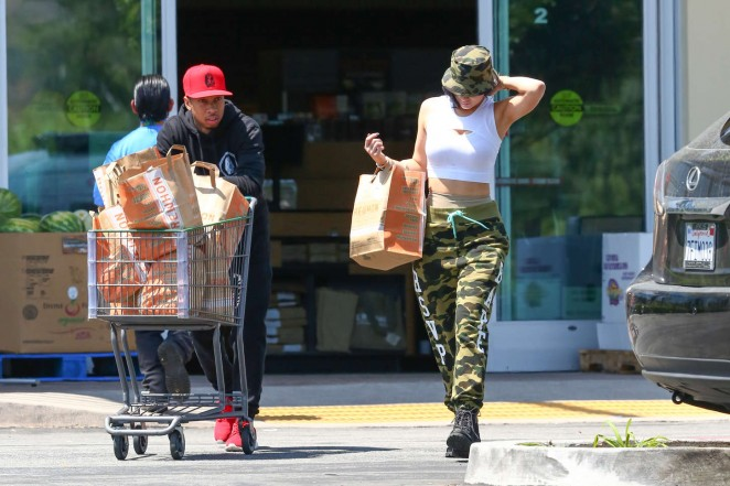 Kylie Jenner: Grocery shopping -17