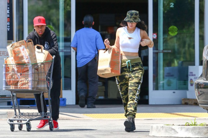 Kylie Jenner: Grocery shopping -19