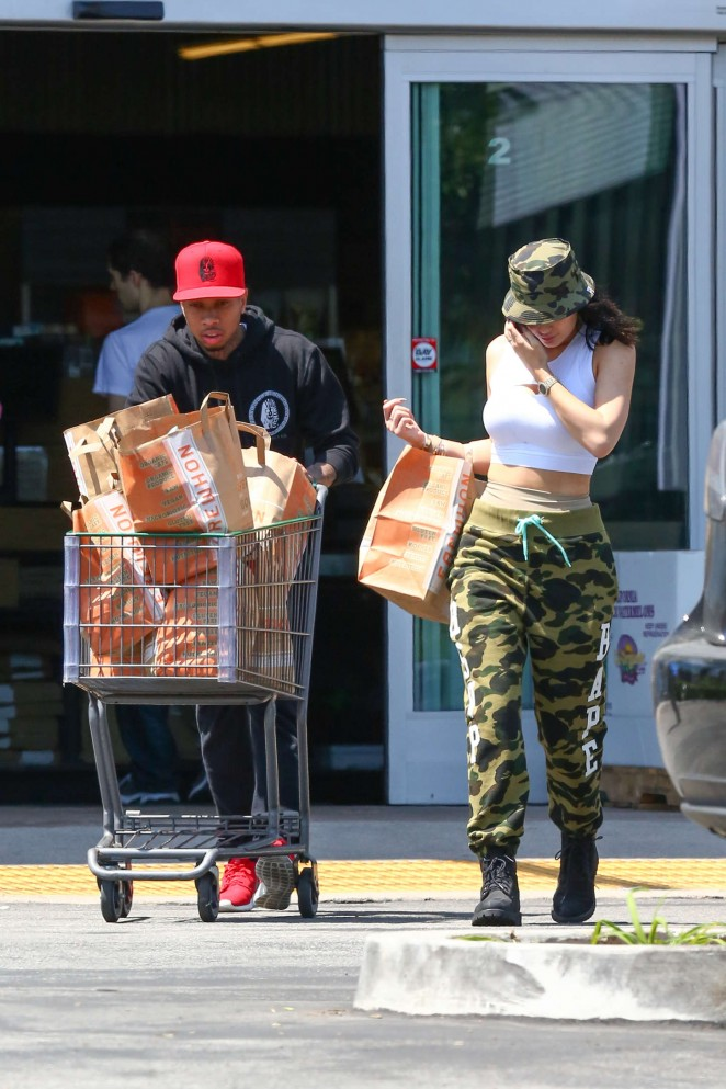 Kylie Jenner: Grocery shopping -21
