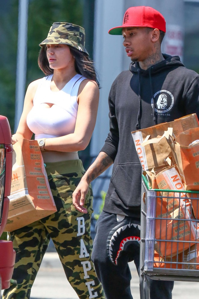 Kylie Jenner: Grocery shopping -24