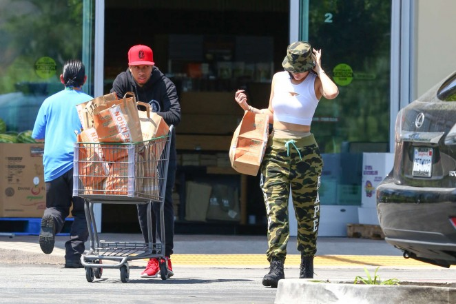 Kylie Jenner: Grocery shopping -25