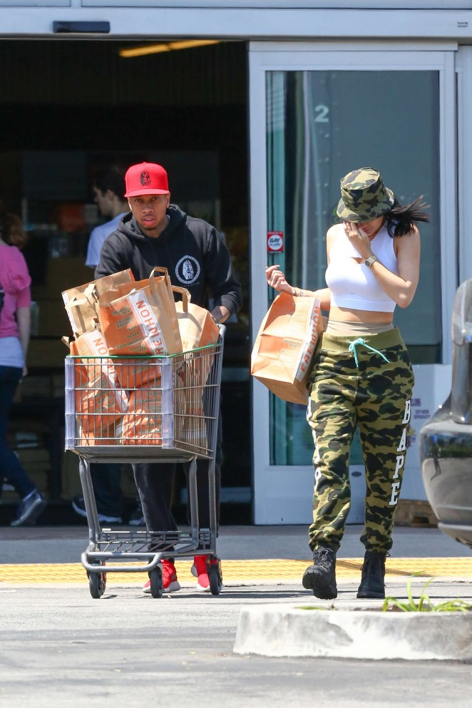 Kylie Jenner: Grocery shopping -26