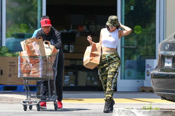 Kylie Jenner: Grocery shopping -27