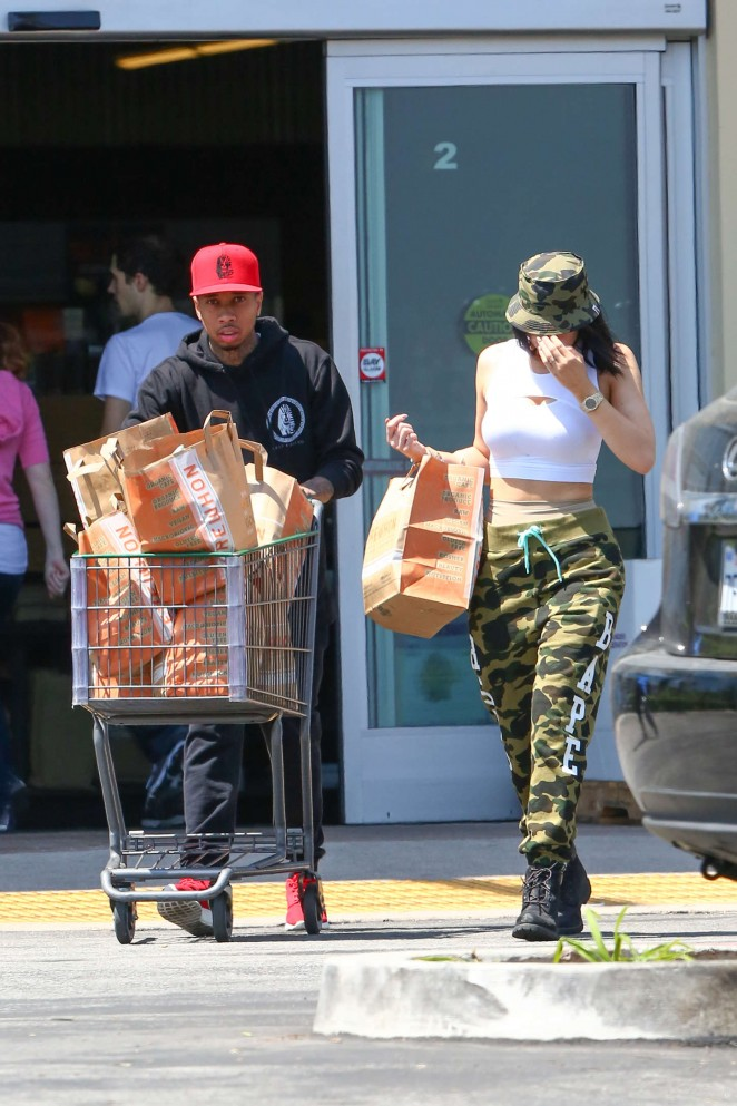 Kylie Jenner: Grocery shopping -28