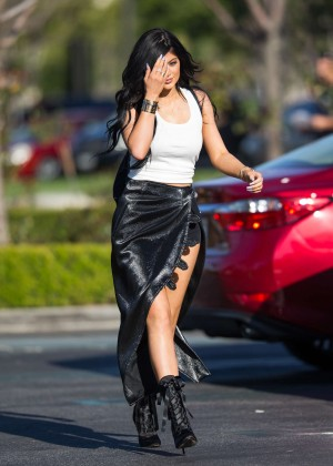 Kylie Jenner - Heading to Sugarfish Sushi in Calabasas