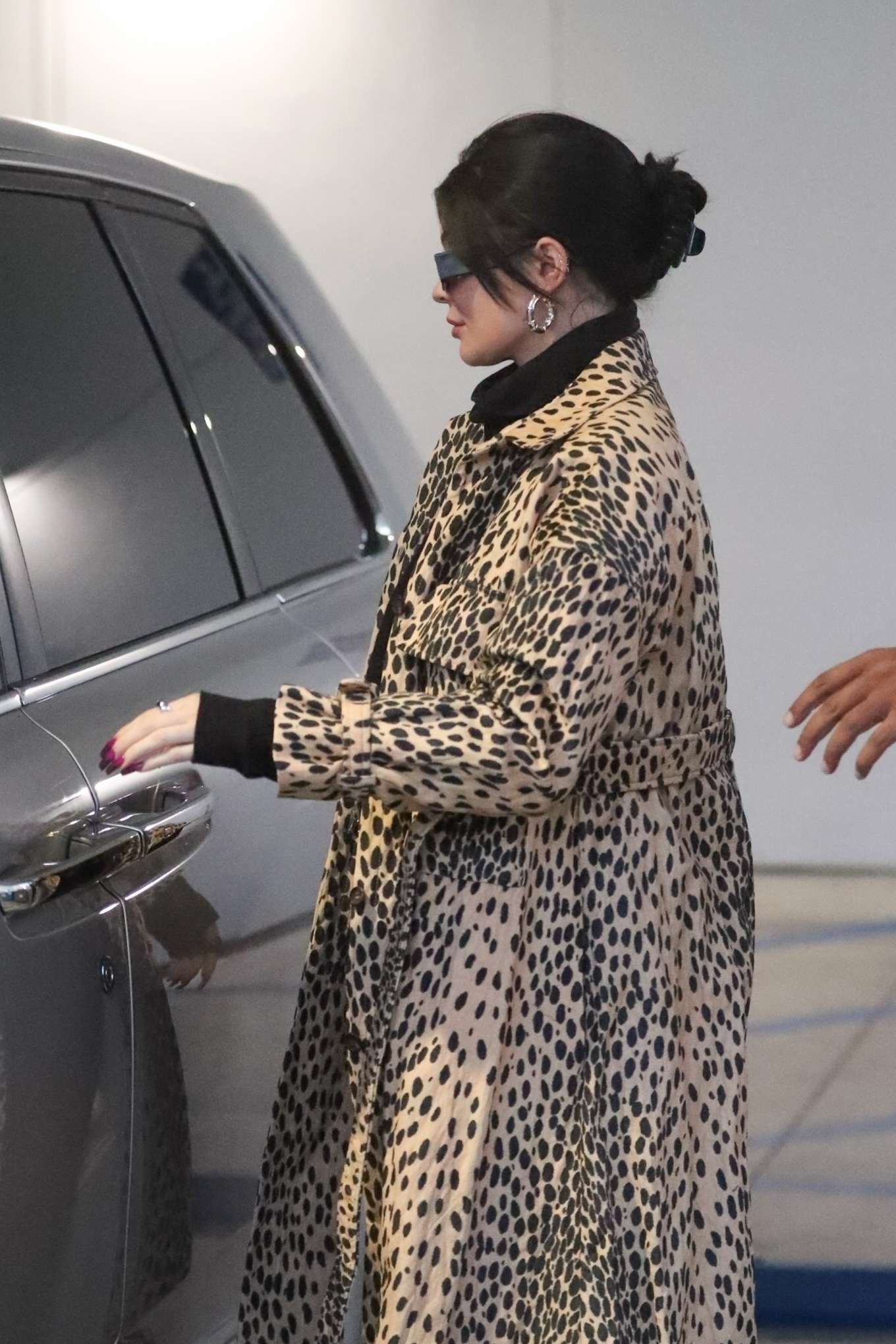 Kylie Jenner 2019 : Kylie Jenner in Animal Print Coat – Goes Christmas shopping at Moncler-05