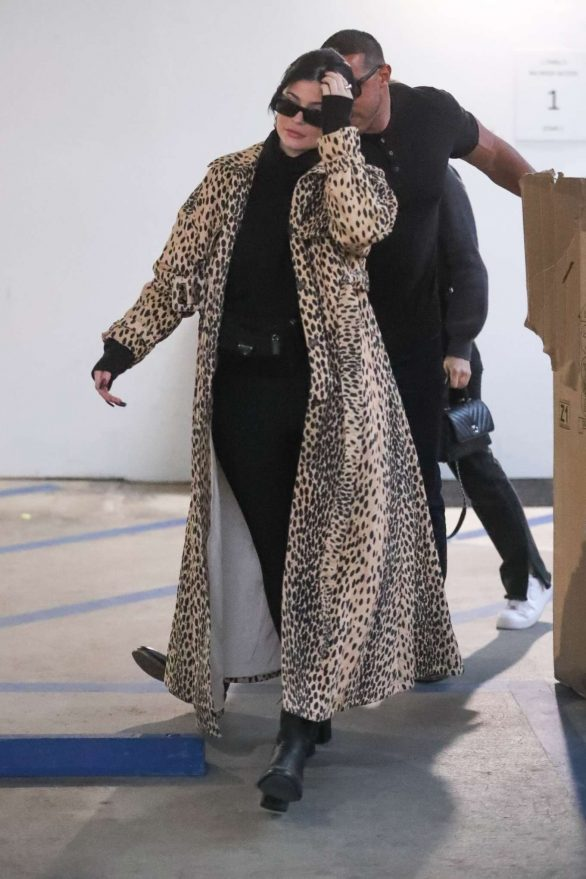 Kylie Jenner 2019 : Kylie Jenner in Animal Print Coat – Goes Christmas shopping at Moncler-06
