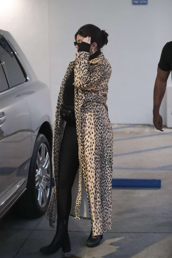 Kylie Jenner 2019 : Kylie Jenner in Animal Print Coat – Goes Christmas shopping at Moncler-11