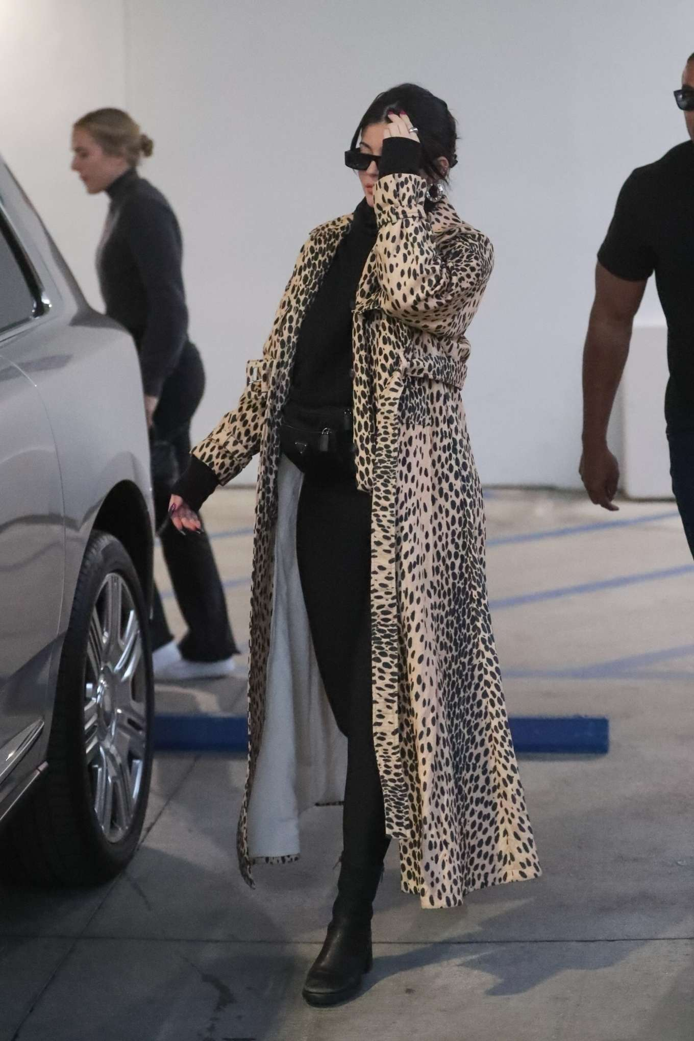 Kylie Jenner 2019 : Kylie Jenner in Animal Print Coat – Goes Christmas shopping at Moncler-23