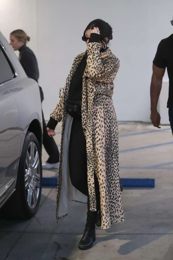 Kylie Jenner 2019 : Kylie Jenner in Animal Print Coat – Goes Christmas shopping at Moncler-30