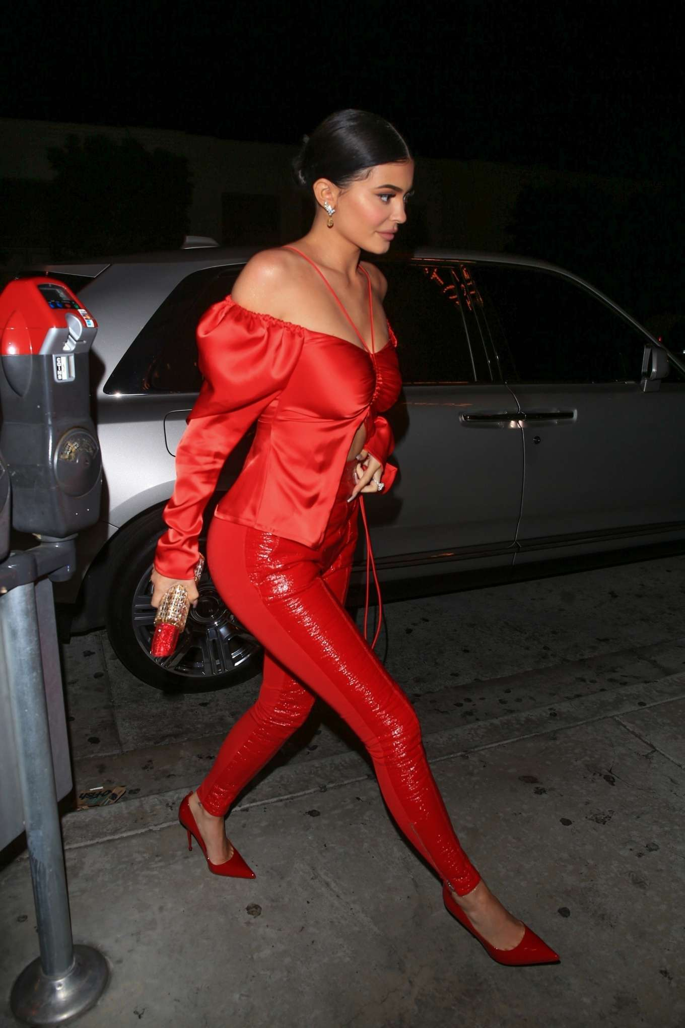Kylie Jenner 2019 : Kylie Jenner in Red: Arrives at Catch Restaurant -02