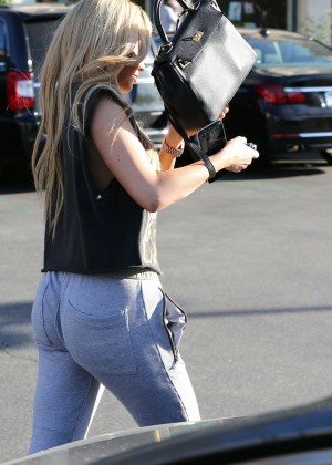 Kylie Jenner in Sweats Out in Calabasas