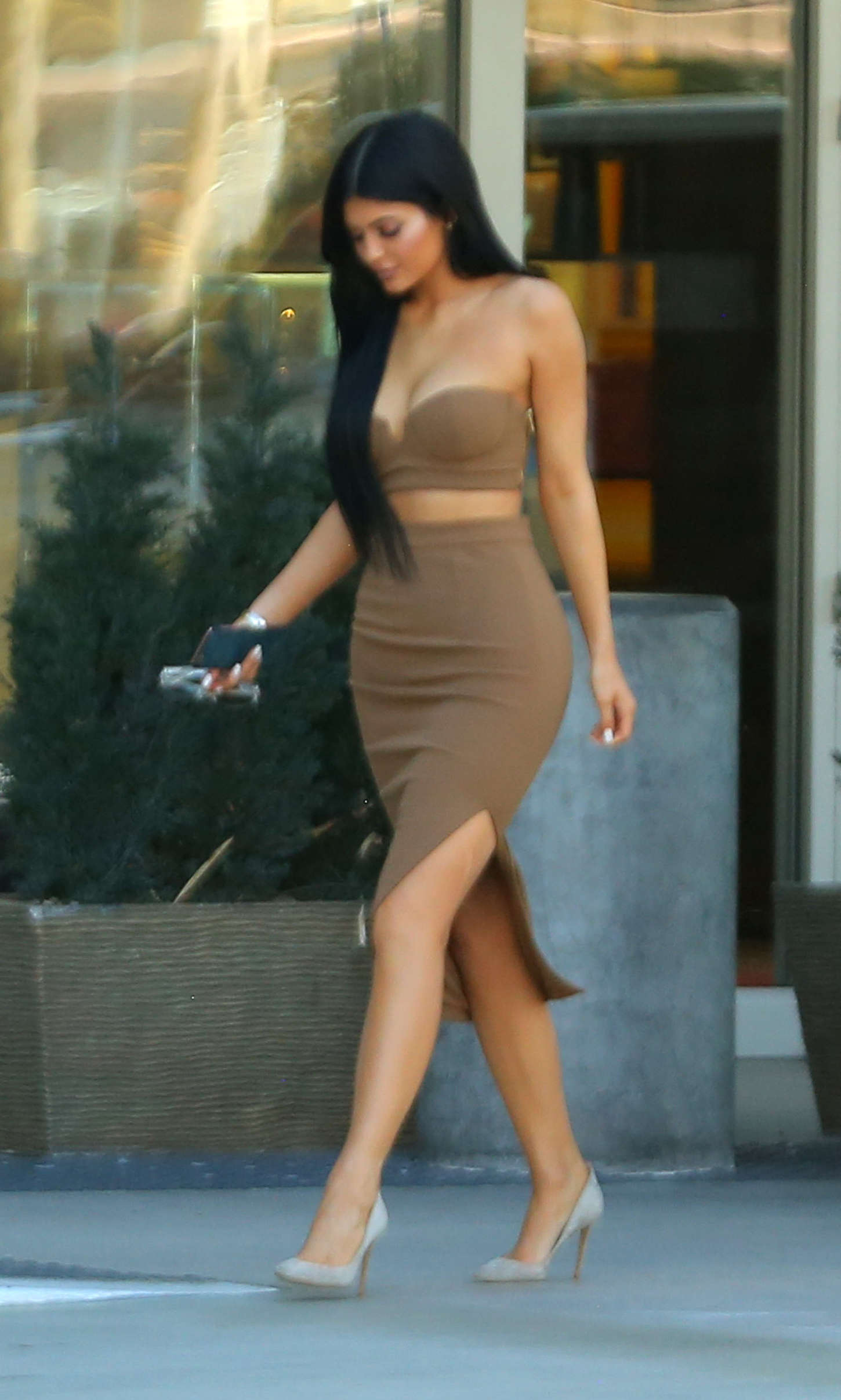 kylie jenner in tight dress 08 � gotceleb