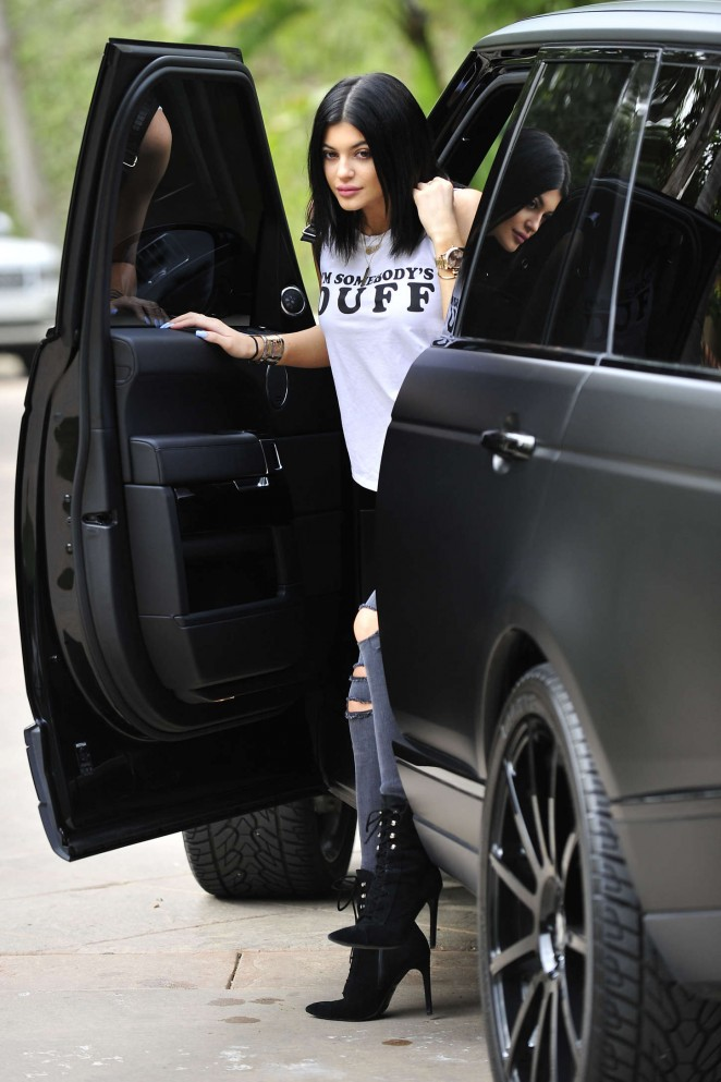 Kylie Jenner Booty in Tight Jeans -01