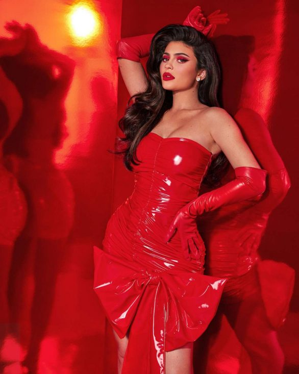 Kylie Jenner - Kylie Cosmetics Holiday Collection 2019