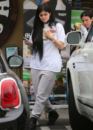 Kylie Jenner - Leaves Earth Bar in West Hollywood