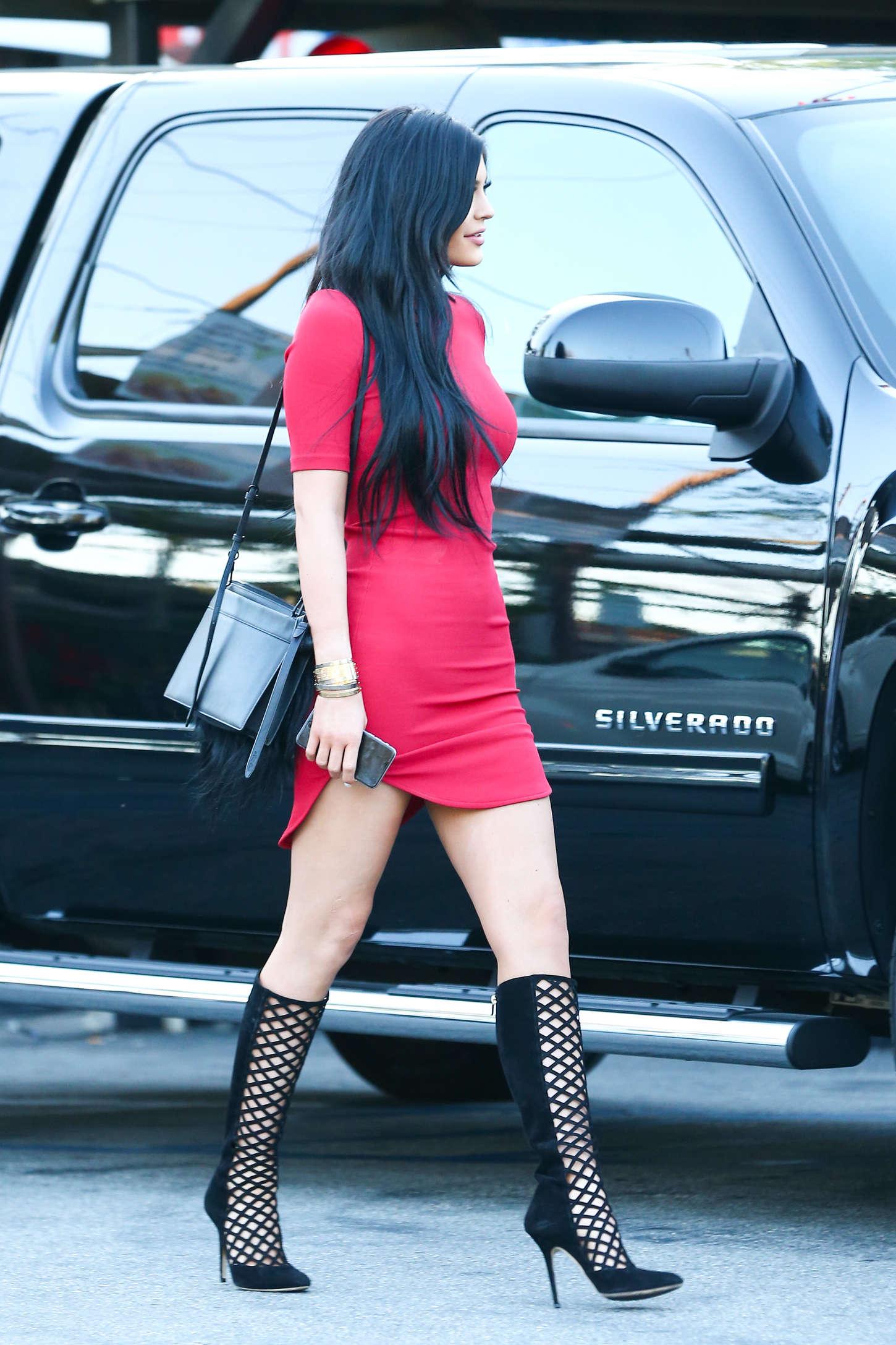 Kylie Jenner in Red Mi... Taylor Swift Instagram 2017