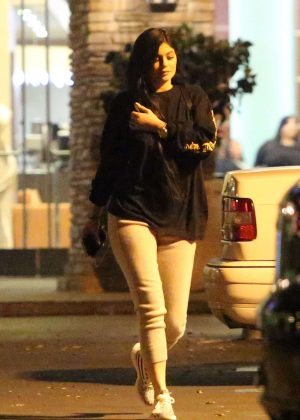 Kylie Jenner - Night out in Calabasas