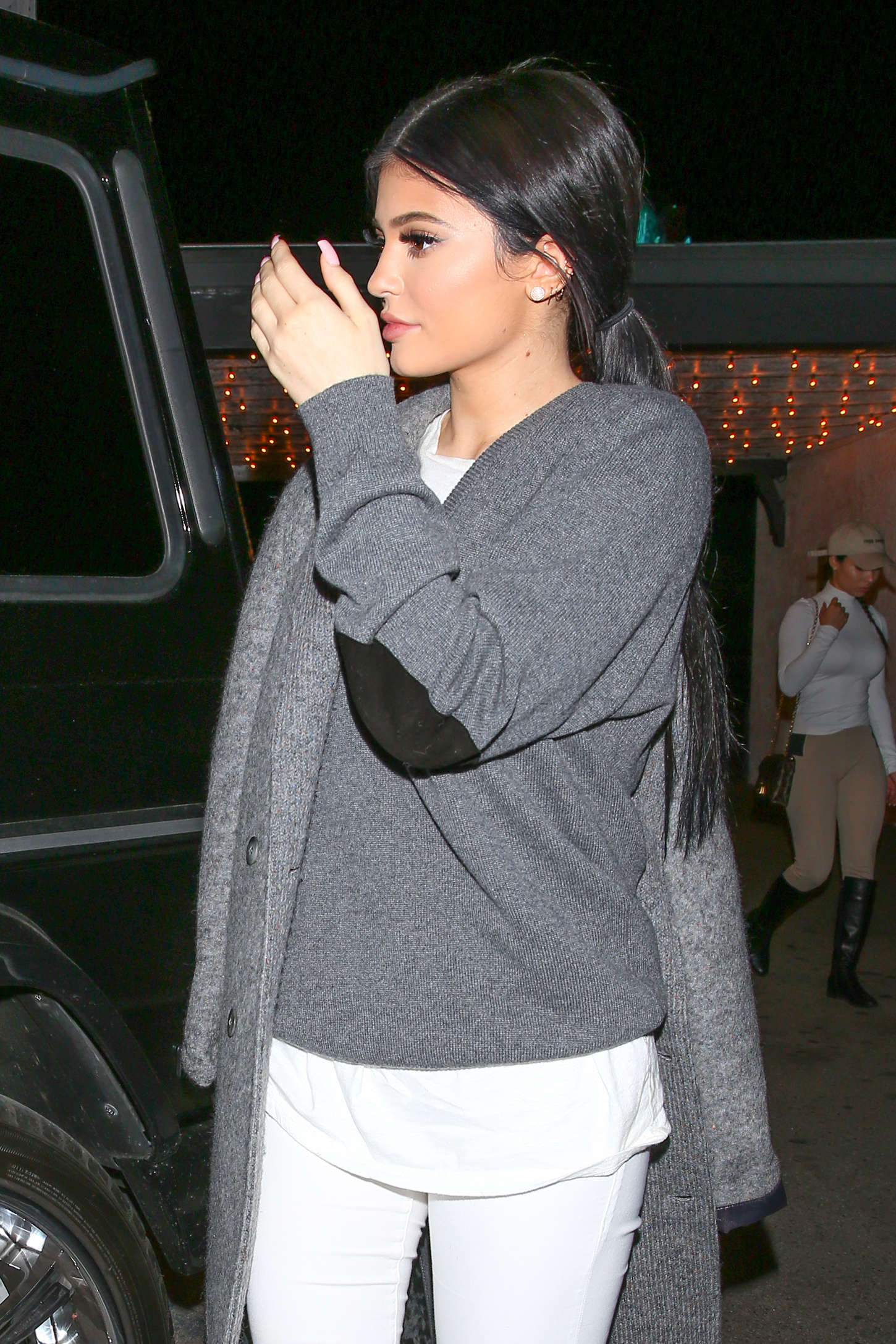 kylie jenner out for dinner with friends in la