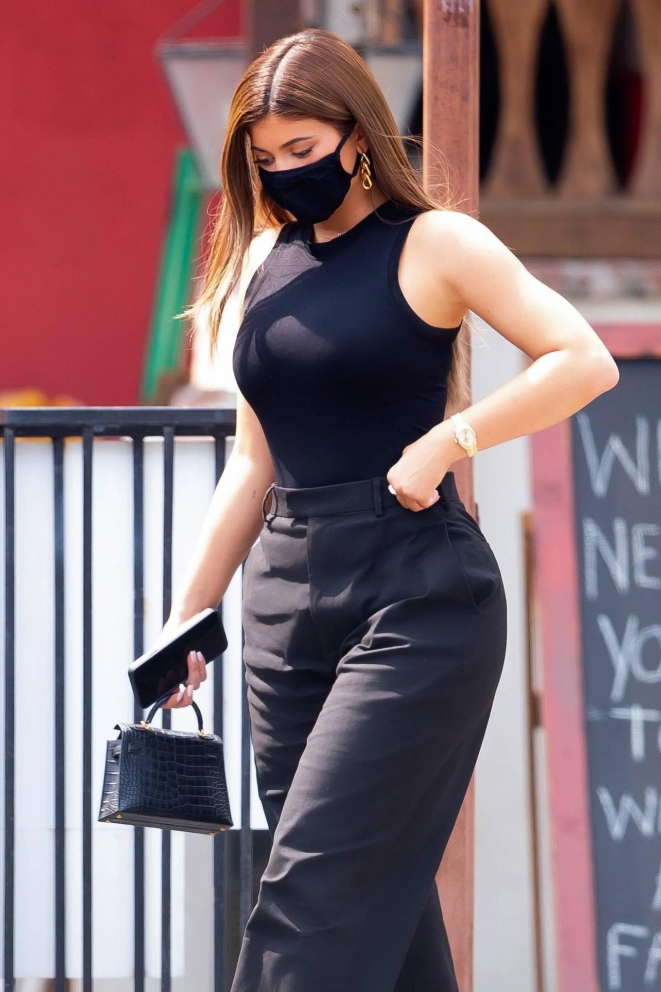 Kylie Jenner 2020 : Kylie Jenner – Seen at Sagebrush Cantina in Calabasas-02