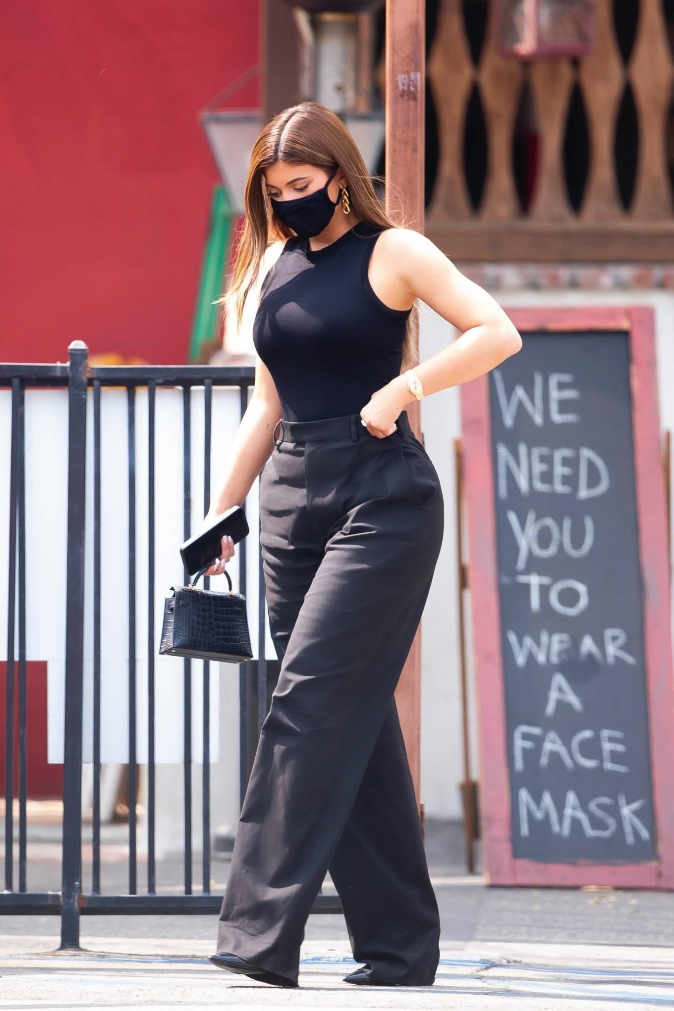 Kylie Jenner 2020 : Kylie Jenner – Seen at Sagebrush Cantina in Calabasas-05