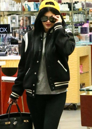 Kylie Jenner in Spandex Shopping at Sephora in Calabasas