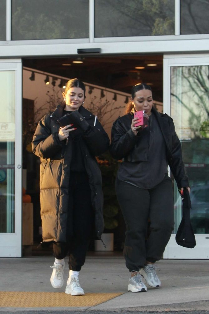 Kylie Jenner - Shopping with Jordyn Woods at Apricot Lane Farms in Calabasas