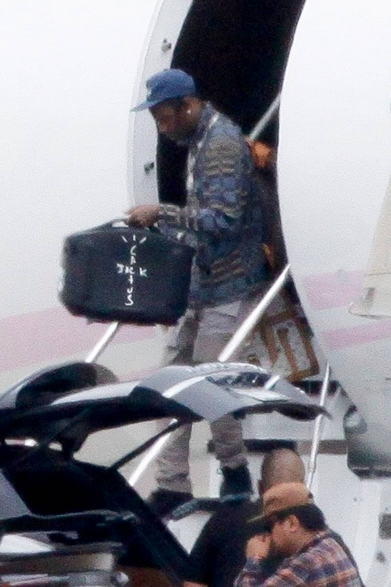 Kylie Jenner 2020 : Kylie Jenner with Travis Scott – Pictured on airport in Los Angeles-08