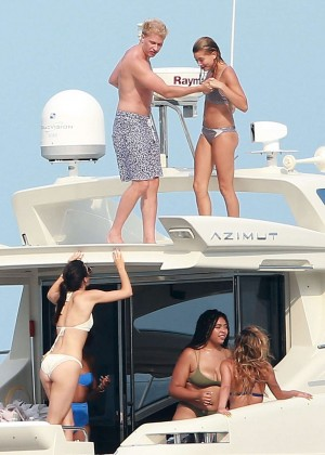 Kylie, Kendall Jenner and Hailey Baldwin: Bikini Candids at Yacht in Mexico-01