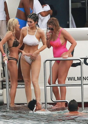 Kylie, Kendall Jenner and Hailey Baldwin: Bikini Candids at Yacht in Mexico-04