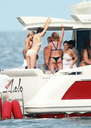Kylie, Kendall Jenner and Hailey Baldwin: Bikini Candids at Yacht in Mexico-05