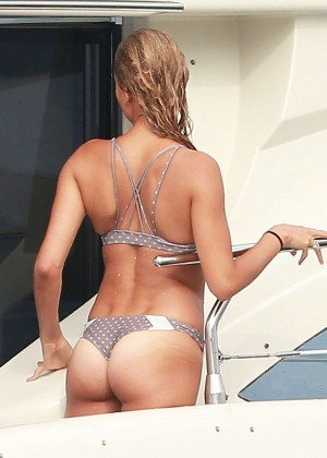 Kylie, Kendall Jenner and Hailey Baldwin: Bikini Candids at Yacht in Mexico-07