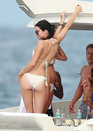 Kylie, Kendall Jenner and Hailey Baldwin - Bikini Candids at Yacht in Mexico