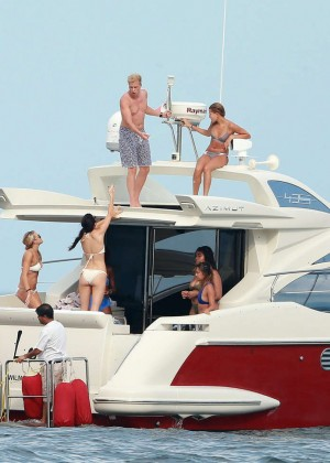 Kylie, Kendall Jenner and Hailey Baldwin: Bikini Candids at Yacht in Mexico-12