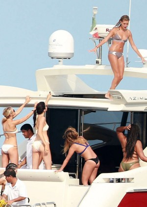 Kylie, Kendall Jenner and Hailey Baldwin: Bikini Candids at Yacht in Mexico-18