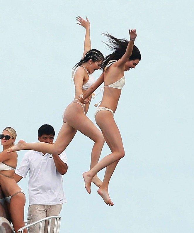 Kylie, Kendall Jenner and Hailey Baldwin – Bikini Candids at Yacht in Mexico