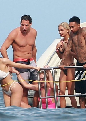 Kylie, Kendall Jenner and Hailey Baldwin: Bikini Candids at Yacht in Mexico-27
