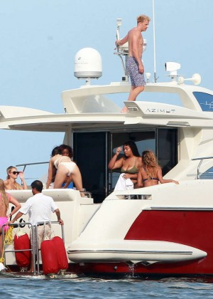 Kylie, Kendall Jenner and Hailey Baldwin: Bikini Candids at Yacht in Mexico-85