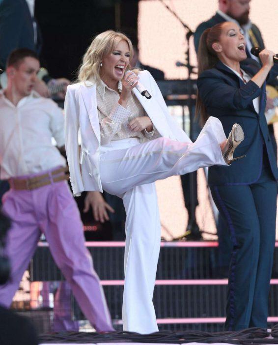 Kylie Minogue – 2019 Glastonbury Festival Day 5 in Pilton-03
