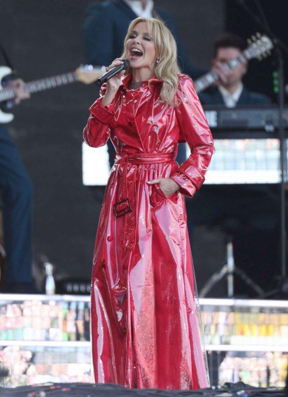 Kylie Minogue – 2019 Glastonbury Festival Day 5 in Pilton-07