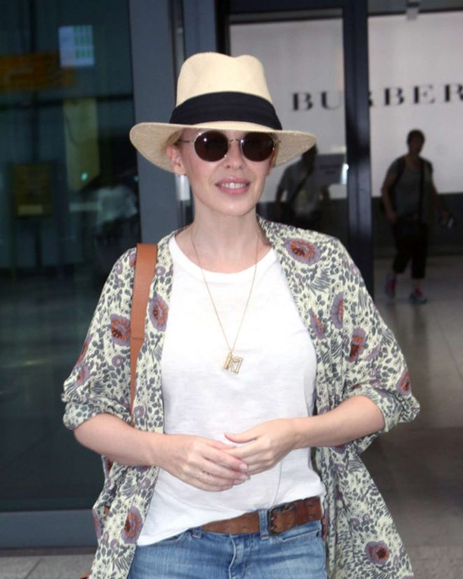 Kylie Minogue: Arrives at Heathrow airport -01